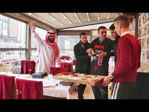 العرب اليوم - شاهد: رد فعل غير متوقع لطباخ تركي استفزه مليونير عربي