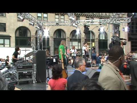 Maroon 5 - Wakeup Call (Live @ 5th Avenue - New York on 9/5/07)