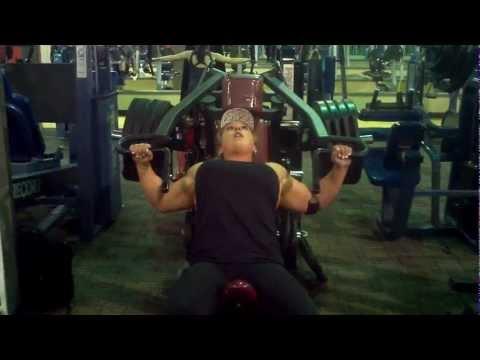 Female Bodybuilder......405lb Hammer Incline Press