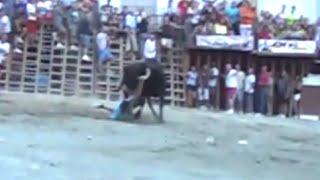 preview picture of video 'Cojida sin consecuencias SEGORBE Entrada de Toros y Caballos vacas y toros Sabado tarde 13 09 14'