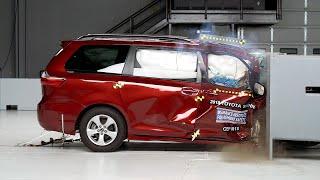 [ IIHS] 2018 Toyota Sienna passenger-side small overlap IIHS crash test