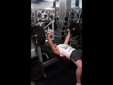 6'4 (1 94m) 16 Year Old Bench Press 225 lbs (100kg) for reps