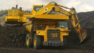 BIG Digger Excavator Dump Truck Bulldozer Working On Quarry
