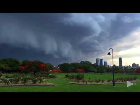 تصوير لعاصفة ممطرة قوية بـ Timelapse ،، رائعة جدا .