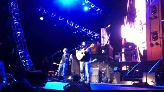 Sic 'em on a Chicken - Zac Brown Band - 1-800-ASK-GARY Amp -