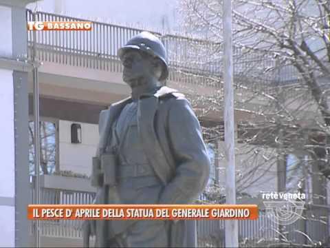 02/04/2015 - IL PESCE D'APRILE DELLA STATUA DEL GENERALE GIARDINO