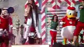 Miley Cyrus - Santa Claus Is Coming To Town - Walt Disney World