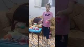 preview picture of video 'ترتيب شنطة السفر المصايف ملك ومريم'
