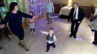 приколы с детьми,цыганочка с выходом,сын отжигает, маленький танцор