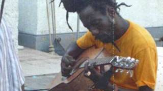 Sizzla  - Why Does The World Cry (Acoustic)