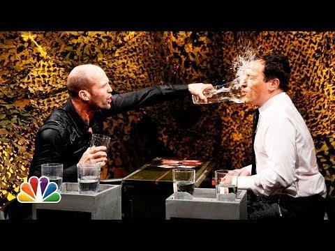 Jason Statham chơi tạt nước với MC, dù không hiểu gì nhưng vẫn buồn cười