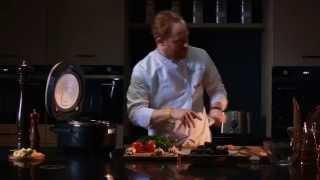 Шеф-повар Николя Лорьё готовит морские мидии по-французски в мультиварке REDMOND 250