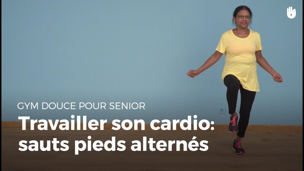 exercice cardio sauts pieds altern s exercices de gym douce pour senior sikana. Black Bedroom Furniture Sets. Home Design Ideas