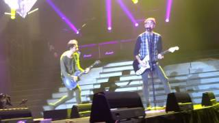 The Girl's a Straight Up Hustler- All Time Low (LIVE in Glasgow)