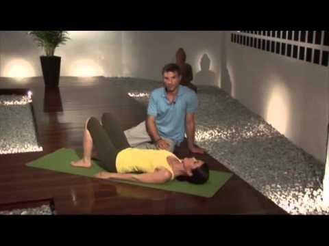 Die Gymnastik tut der Rücken und das Bein weh
