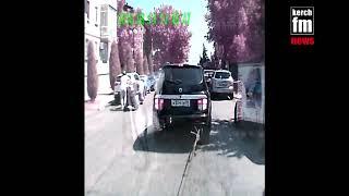 В Керчи мопед сбил пешеходов