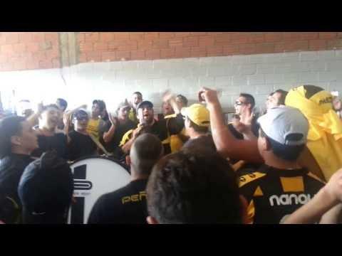"""""""Peñarol VS Rentistas"""" Barra: Barra Amsterdam • Club: Peñarol"""