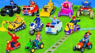 Kinder lernen das ABC in Englisch mit Feuerwehrautos und anderen Spielzeugautos