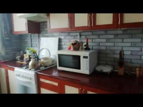 Ремонт кухни недорого. Пвх панели и ламинат на стены.