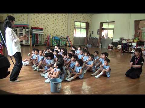 芽生え幼稚園 リトミック教室 すみれ組 鈴の演奏「長ぐつマーチ」