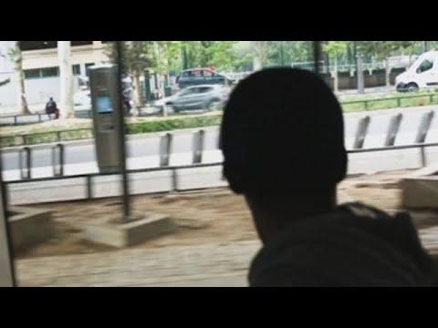 HRW denuncia que centenas de menores no acompañados duermen al raso en París