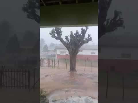 Muita chuva, com direito a trovoada e muita ventania, aqui em Boqueirão da Maraba.