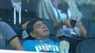 مارادونا نائم في الملعب