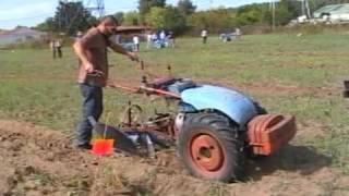 preview picture of video 'Viarmes 2009 concours de labour première partie'