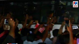 സന്നിധാനത്ത് നിന്നും അറസ്റ്റ് ചെയ്തവരെ തിരുവനന്തപുരം സെൻട്രൽ ജയിലിലേക്ക് കൊണ്ടുവരുന്നു| Sabarimala