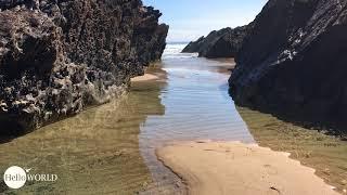 Zwischen Felsen den Blick auf's Meer