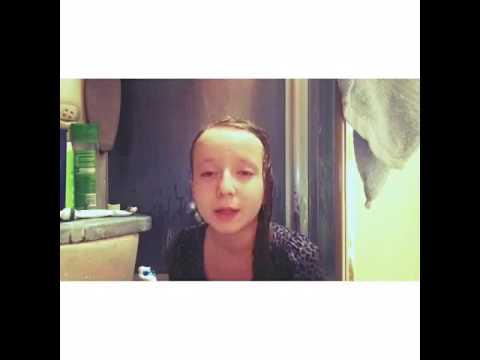 10 летняя девочка купается в душе!😂 часть 2