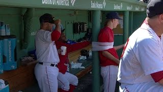PHI@BOS: Red Sox tape Owens to column in dugout