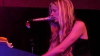 Charlotte Martin - 'Four Walls' (live)
