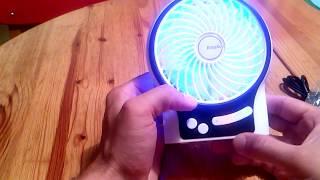 Mini USB Ventilator mit 2600 mAh aufladbarer LG Batterie Blaues LED Hintergrund Licht EasyACC