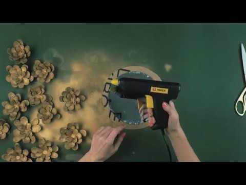 Jak zrobić ramę lustra z wytłaczanek po jajkach - zdjęcie
