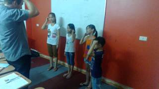 preview picture of video 'English for Kids at Lac Viet Center'
