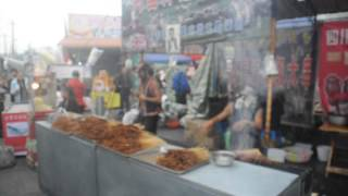preview picture of video 'Silly China - Chinese Muslims Hawking Barbecue'