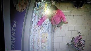 Молодая мама с коляской украла из супермаркета в Уфе десятки упаковок сыра