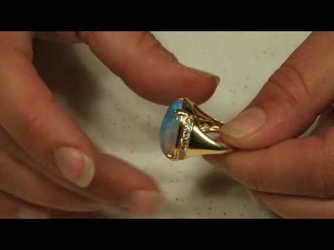 Welo Opal Ring 11.20 Carats in 18kt Gold