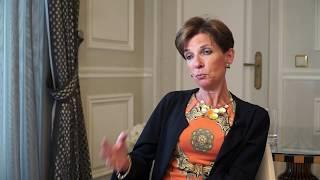 «Les conditions-cadres en Suisse pour concilier famille et carrière restent lacunaires» Video Preview Image