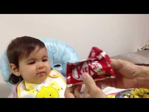 שיטה מתוקה להאכיל תינוקת סרבנית