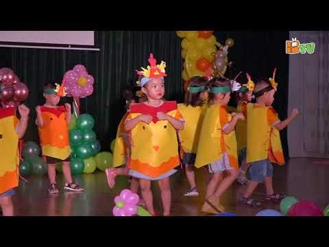 Đàn gà trong sân do các bạn Học sinh Khối Mickey Trường MN Thăng Long Biểu diễn