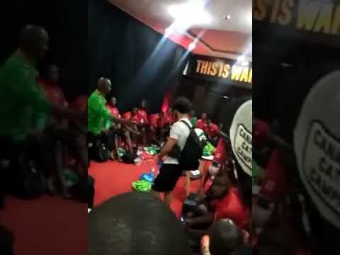 لماذا دخل محمد صلاح في غرفة ملابس المنتخب الكيني ؟