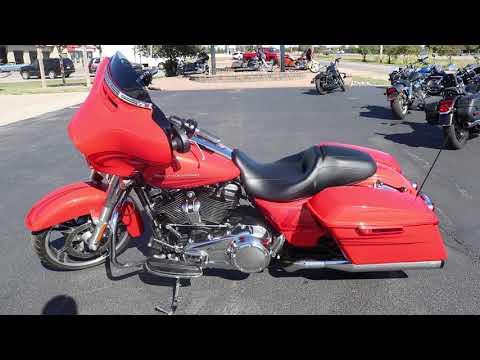 2017 Harley-Davidson Street Glide® Special in Carroll, Iowa - Video 1