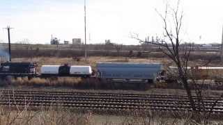preview picture of video 'NS Freight Northbound from Wilmington's Edgemoor Yards'