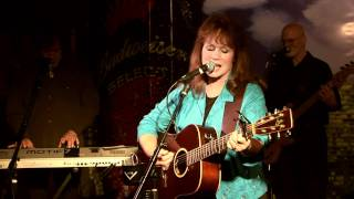 """Diane Berry-""""I Feel A Heartache Comin On""""-LIVE at Pick's Lounge Nashville, TN.mpg"""