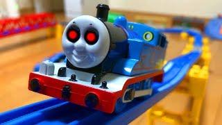プラレール きかんしゃトーマス 踏切線路におばけ電車!Thomas&friends ghosttrain