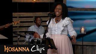 Le Nom De Jésus   Hosanna Clips   Dena Mwana