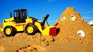 Видео для малышей про машинки - Трактор строит замок