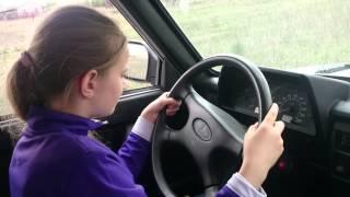 Федорова Лера учиться водить автомобиль (первый раз)